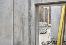 Muros de cimento crus no canteiro de obras Foto de Stock