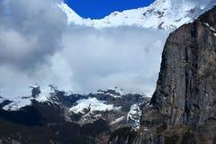 Murren, Svizzera, montagne della neve, cielo blu, Europa Fotografia Stock