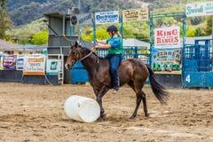 Murrurundi,NSW,澳大利亚,2018年2月24日:在范围无鞍自由式竞争的国王的竞争者 免版税库存图片