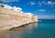 Murs antiques de Monopoli. Apulia. Images libres de droits