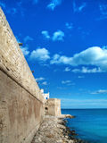 Murs antiques de Monopoli. Apulia. Images stock
