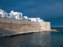Murs antiques de Monopoli. Apulia. Photographie stock libre de droits