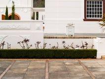 Murs blancs de plâtre de détail de style néerlandais architectural de cap et ou Images libres de droits