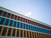 Murs colorés d'un parking à plusiers étages Photo libre de droits