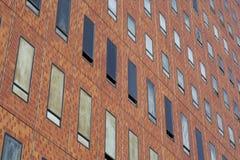 Murs de bâtiment avec des fenêtres images stock