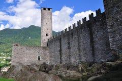 Murs de château antique, Bellinzona, Suisse Images libres de droits