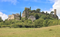 Murs de château et tours médiévaux, Turenne, France photographie stock