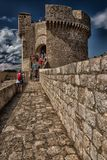 Murs de château et de ville du ` s de Dubrovnik Image stock