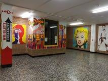 Murs de couloir de l'école Images stock