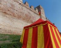 Murs de la ville médiévale faite avec des briques Photo libre de droits
