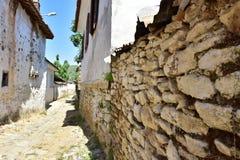 Murs de maison de village de brique image stock