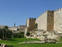Murs de tour et de forteresse de la vieille ville à Jérusalem photographie stock