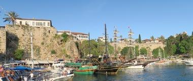 Murs de ville chez Antalyas Oldtown Kaleici comme vu du port Photo libre de droits