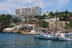 Murs de ville et le port dans Antalyas Oldtown Kaleici Image libre de droits