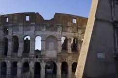 Murs des ruines de Colosseum Photo stock