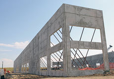 Murs en béton augmentés dans le chantier de nouvelle construction Images stock