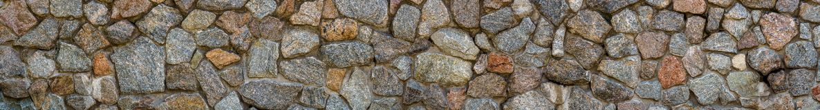 Murs en pierre texturisés construits de grandes pierres rugueuses liées par les morceaux foncés de la chaux grise de ciment Handc Image libre de droits