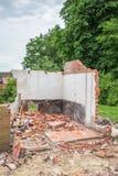 Murs et briques de maison démolie Photo libre de droits
