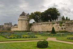 Murs et jardins à Vannes, Brittany, France images libres de droits