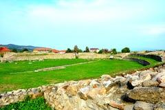 Murs et ruines dans Ulpia Traiana Augusta Dacica Sarmizegetusa images libres de droits
