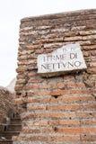 Murs et salles de bains thermiques et ruines dans Ostia Photo libre de droits