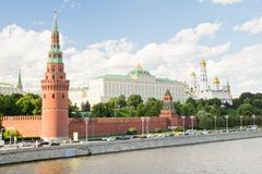 Murs et tours de Moscou Kremlin un jour d'été Photo stock