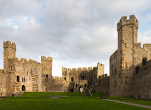 Murs intérieurs de château de Caernarfon Images stock