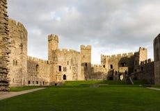 Murs intérieurs de château de Caernarfon Photographie stock