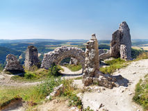 Murs intérieurs ruinés du château de Cachtice photographie stock libre de droits