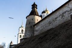 Murs médiévaux de forteresse avec une tour Photo libre de droits