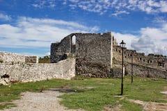 Murs médiévaux de forteresse dans Berat, Albanie Photos stock