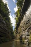 Murs raides d'un canyon de rivière Photographie stock