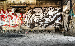 Murs saccagés par centre-ville avec l'art de peinture de jet Photographie stock
