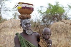 非洲妇女和孩子 免版税库存图片