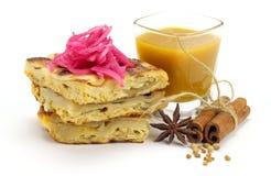 Murtabak用Dhall小汤和葱腌汁 免版税库存照片