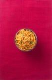 murukku lub tradycyjna indyjska przekąska na tle Zdjęcia Royalty Free