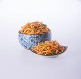 murukku lub tradycyjna indyjska przekąska na tle Fotografia Stock