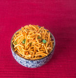 murukku lub tradycyjna indyjska przekąska na tle Fotografia Royalty Free