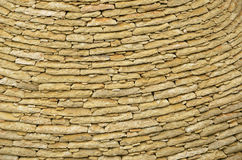 Murverk av kalkstenlägenhettegelplattor Royaltyfria Bilder