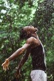 Murzyn w deszczu zdjęcia stock