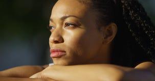 Murzynka płacze outdoors zdjęcie royalty free