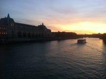 Musée d& x27; Orsay i solnedgång Arkivbild