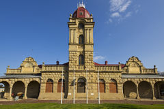 Musée avec la tour d'horloge Image stock