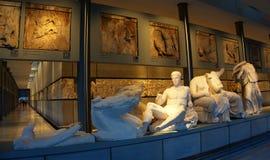 Musée d'Acropole dans la vue de côté droit d'Athènes? Parthenon d'Acropole image libre de droits