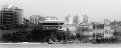 Musée d'Art contemporain dans la ville de Niteroi photo libre de droits