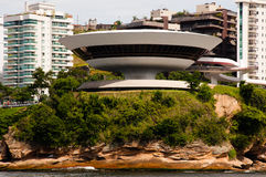 Musée d'Art contemporain dans la ville de Niteroi Photo stock