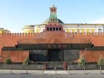 Musée de Lénine sur le grand dos rouge Photographie stock libre de droits