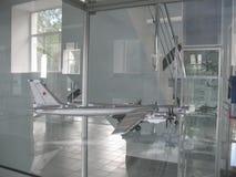 Musée de l'histoire du bâtiment de moteur d'avions Moteurs d'avions sur des supports Moteurs et moteurs à combustion interne de t Photographie stock libre de droits