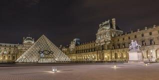 Musée de Louvre la nuit Image libre de droits