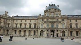 Musée de Louvre vers dans Paris, France banque de vidéos
